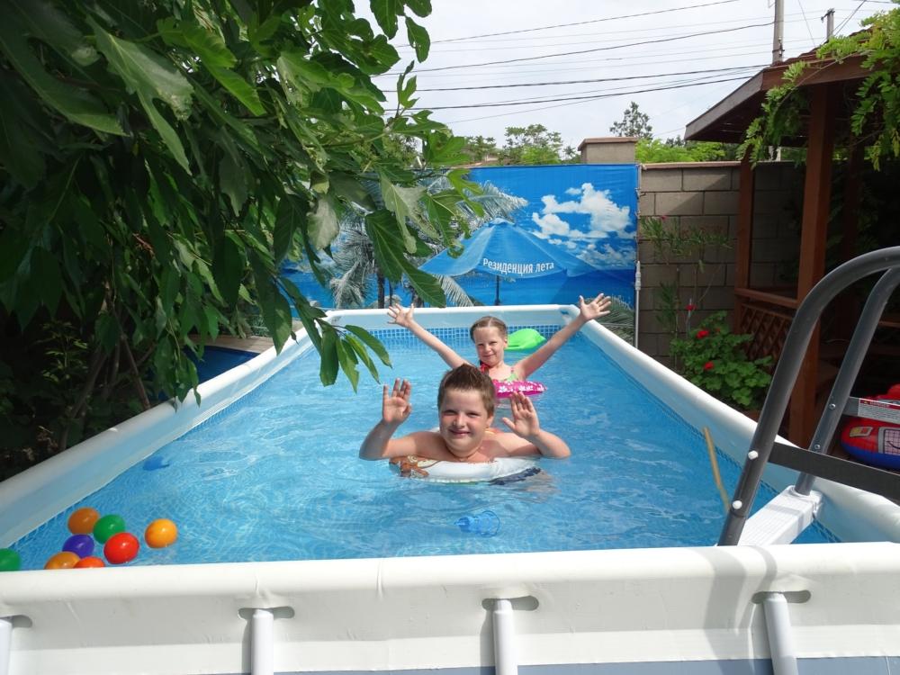 Дети в новом бассейне