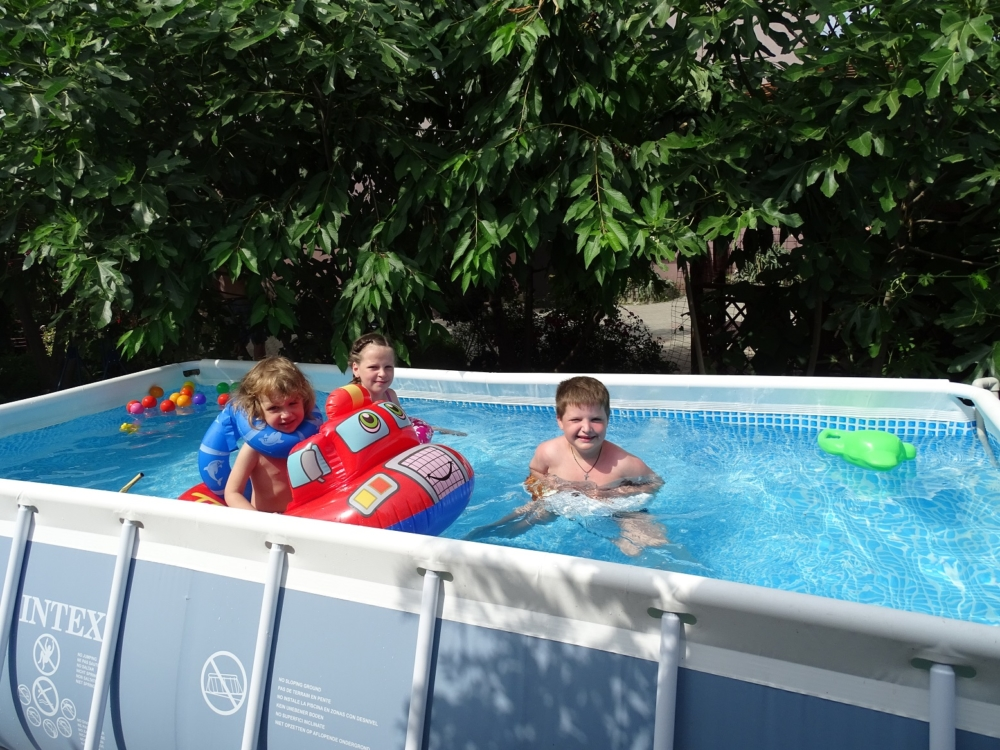 Дети в новом бассейне 2