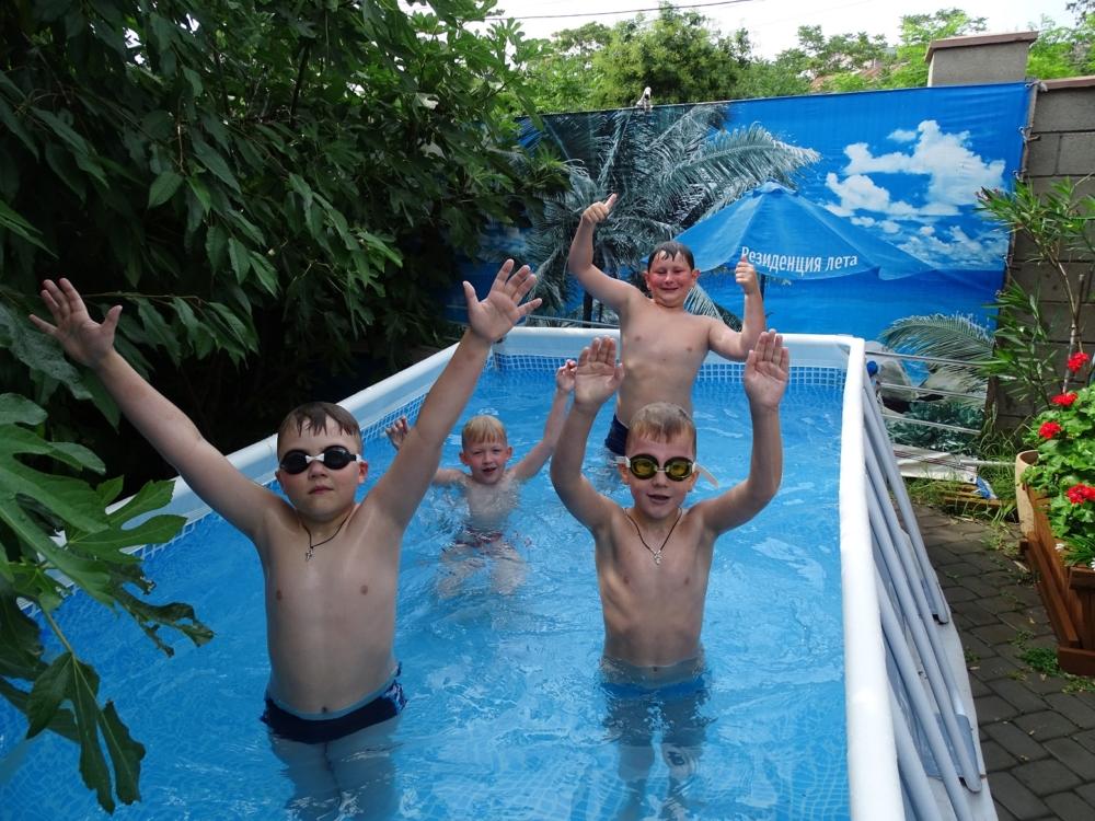 Дети в новом бассейне 3
